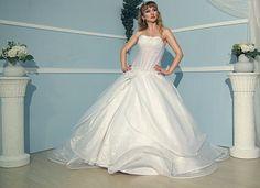 Angely Calais http://www.wunsch-brautkleid.de/Hochzeitskleid-Angely-mehrere-farben-groesse-36-Neuware-fuer-1250euro-2521.html