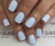 Semi-permanent varnish, false nails, patches: which manicure to choose? - My Nails Blue Gel Nails, Light Blue Nails, Short Gel Nails, Blue Acrylic Nails, Pastel Blue Nails, Light Blue Nail Polish, Baby Blue Nails, Manicure For Short Nails, Gel Manicure