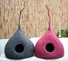 """Cat Cave """"Drop"""", Cat Bed, Cat House, Pet Furniture. Hand-Felted (with bio olive oil soap) 100% Wool - MADE IN ITALY"""