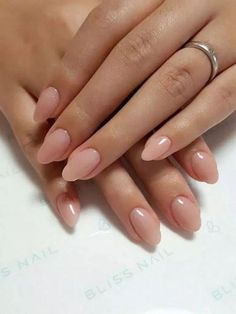 Oval nails have become very popular in recent years. Oval nails have become quite fashionable in today's fashion world. Encouraging color combinations play a role in Oval nail design, making them look smarter. Here are 44 Stylish Oval Nail Art Desi Neutral Nails, Nude Nails, Coffin Nails, Stiletto Nails, White Nails, Shellac Nails, Purple Nails, Nail Manicure, Stylish Nails