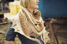 Ravelry: Holyrood pattern by Justyna Lorkowska Chambray Dress, Ravelry, Cowl, Shawls, Sweaters, Pattern, Beauty, Beautiful, Wraps