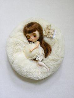 Blythe Bean Bag / Faux fur Creamy White / by AltheasDollHouse