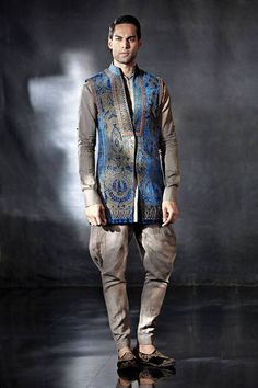 Tarun Tahiliani 's design from Tarun Tahiliani couture exposition 2014