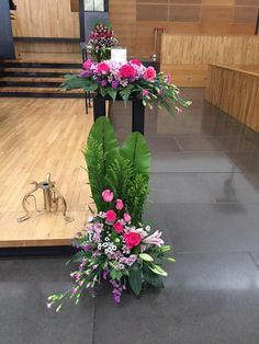 Altar Flowers, Church Flower Arrangements, Church Flowers, Big Flowers, Floral Arrangements, Beautiful Flowers, Deco Floral, Arte Floral, Altar Decorations