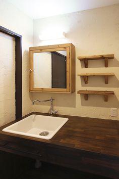 IKEAのおしゃれな水栓と洗面ボウルを使ったオーダー造作洗面台 (東京都世田谷区T様邸) | オーダー家具・こだわり造作 製作事例集 Ikea Bathroom, Bathroom Storage, Bathroom Pictures, House Design, Interior Design, Toto, Furniture, Laundry, Home Decor