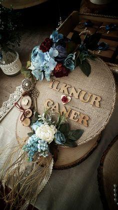 Rustic kapı süsü #kütüktepsi #kütüknişantepsisi #kutuktepsi #rustic #burlap #wedding #engagement #nisanorganizasyonu #soztepsileri #sozhediyelikleri #nisantepsisi #nişantepsisi #yuzukyukseltici #yuzuktepsisi #love #handmade #craft #kurucicek #gelinlik #gelinbuketi #ahsap #agac #nature #vintage #anıdefteri #anı #damatfincani #damatkahvesi #damattepsisi