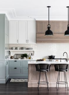 23 Charming Cottage Kitchen Design and Decorating Ideas that Will Bring Coziness to Your Home - The Trending House Kitchen And Bath, New Kitchen, Kitchen Dining, Kitchen Decor, Kitchen Ideas, Custom Kitchens, Home Kitchens, Layout Design, Spanish Kitchen