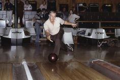 In 1982, Glenn Allison rolled 36 consecutive strikes for a perfect three-game series. But his feat never received official recognition by bowling officials. PHOTO: ASSOCIATED PRESS