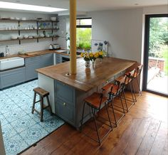 How to Make Kitchen Worktops from Scaffold Boards — Alice de Araujo Wooden Worktop Kitchen, Reclaimed Wood Kitchen, Kitchen Flooring, Kitchen Furniture, Kitchen Decor, Kitchen Worktops, Pallet Furniture, Kitchen Ideas, Kitchen Inspiration