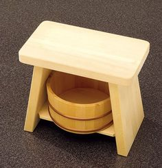 Hinoki cypress basin and Hiba wood stool