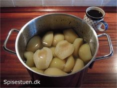 Syltede pærer Danish Food, Cobbler, Cooking Recipes, Cake, Ethnic Recipes, Tarts, Christmas Ideas, Heaven, Cottage