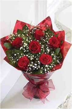 Do doc mieng cua nhom nguyen to Dat by Minh Phuong Beautiful Red Roses, Beautiful Flowers, Valentine's Day Flower Arrangements, Flowers For Valentines Day, Valentine Baskets, Red Rose Bouquet, How To Wrap Flowers, Luxury Flowers, Flowers Delivered