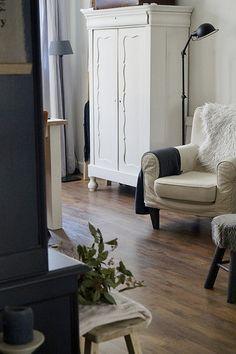 Binnenkijken landelijk brocante Painted Cupboards, Nooks, Antique Furniture, Armoire, Sweet Home, Indoor, Country, Antiques, Interior