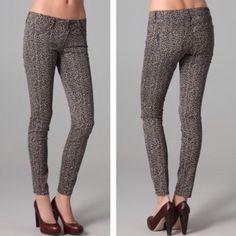 Paige peg skinny legging leopard Jean Like new, leopard skinny pants by Paige. Size 26 like new Paige Jeans Pants Skinny