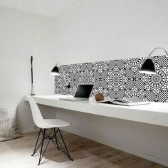 Une planche en guise de bureau