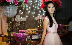 Decorações lindas trouxeram o clima de conto de fadas para o baile de debutante