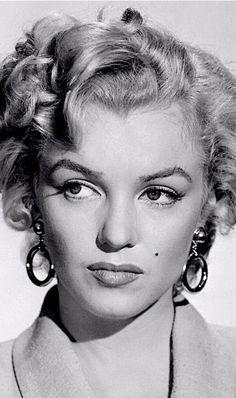 Marilyn Monroe in a hair test for Niagara 1952.