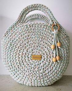Free Crochet Bag Crochet Purses Knit Crochet Collar Pattern T Shirt Yarn Learn To Crochet Diy Bags Sewing Hacks Cross Stitching Free Crochet Bag, Crochet Tote, Crochet Handbags, Crochet Purses, Crochet Circles, Crochet Round, Crochet Shoulder Bags, Crochet Backpack, Diy Crafts Crochet