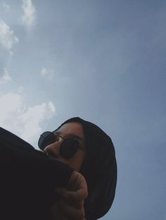Hijabi Girl, Girl Hijab, Hijab Outfit, Black Hijab, Aesthetic Girl, Poses, Asian, Selfie, Cat