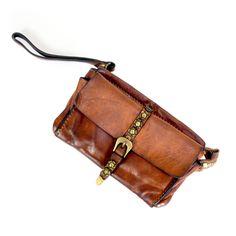 a558564bcb1 Wrist Clutch Wallet in Distressed Leather   CAMPOMAGGI Portafogli In Pelle,  Valigette, Pelle Invecchiata