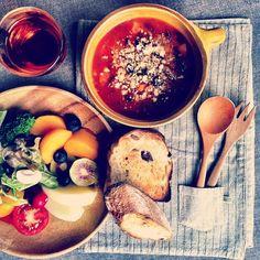 今日の朝ごはん  キドニー豆と野菜のトマトスープ    随分前に作った  麻の生地のランチョンマット  右下の小さいポケットに ちょうどカトラリーが入るのです(^^) - @huec03- #webstagram