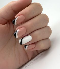 20 Elegant Autumn Nail Designs Have To Try Nude White Black Stripe Square Nail. 20 Elegant Autumn Nail Designs Have To Try Nude White Black Stripe Square Nails Inspo Frensh Nails, Nails Now, French Manicure Nails, French Tip Nails, Acrylic Nails, Nails French Design, Black French Nails, Nail Black, Matte Nails