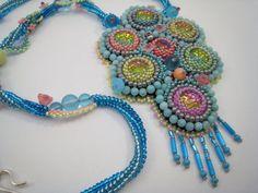 Pastellfarbene Perlenstickerei Halskette von BeadFizz auf Etsy