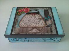 Caixa de Acessórios em MDF com pintura em aquarela, decoupage com guardanapo e carimbos.