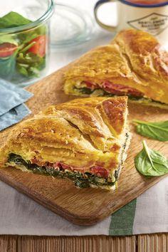 Recetas con espinacas irresistibles y fáciles de hacer Pizza Sandwich, Empanadas, Salty Foods, Chicken Salad Recipes, Sin Gluten, Spinach, Bacon, Sandwiches, Food And Drink