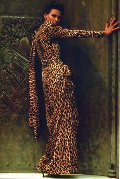 Amalia en YSL couture -  photo Helmut Newton