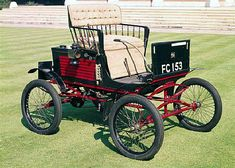 1899 Locomobile 5hp Spindle Back Runabout - (Locomobile Co. of America, Bridgeport, Connecticut 1899 -1929)