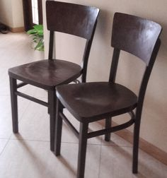 odnawianie drewnianego krzesła