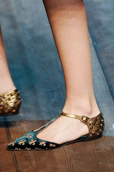 The Boldest Fall 2014 Footwear // Fancy flats at Dolce & Gabbana. Cutest flats!