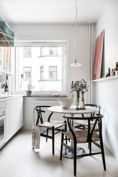 Small Modern Dining Room - The arrangement of small homes, inevitably, needs more imagination and diligence since their design often encounter the issue with the absence of space that is tricky to deal. Kitchen Interior, Interior Design Living Room, Kitchen Decor, Interior Decorating, Life Kitchen, Decorating Ideas, Küchen Design, House Design, Deco Paris