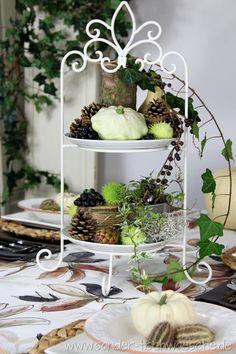 Tischdeko: Herbstlich dekorierte Etagere