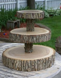 This is a unique rustic twist on a traditional cupcake stand/tower. Tiered stand is comprised of tree slices approximately and 12 Tree Slices, Wood Slices, Wood Crafts, Diy Crafts, Diy Wood, Deco Nature, Decoration Table, Wood Projects, Woodworking Projects