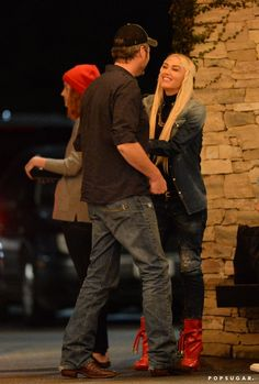 Pin for Later: Gwen Stefani and Blake Shelton Channel The Notebook as They Make Out, Dance Together in the Street
