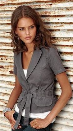 Great Casual Style Looks Blouse And Skirt, Blouse Dress, Black Blouse, Red Blouses, Blouses For Women, Jackets For Women, Blazer Fashion, Fashion Outfits, Womens Fashion