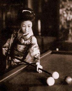 Unexpected...  geisha playing pool (via Okinawa Soba)
