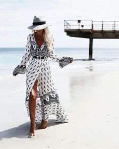 39 Examples of Womens Straw Hats for Summer You'll want to Rock Womens straw hats for summer! We found you the perfect beach for ladies, we bet, so go ahead and take a look at these nice-looking womens straw hats for summer! Look Boho, Look Chic, Bohemian Style, White Bohemian, Bohemian Summer, Bohemian Print, Vintage Bohemian, Bohemian Outfit, Boho Gypsy