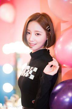 HD kpop pictures and gifs. Kpop Girl Groups, Korean Girl Groups, Kpop Girls, Kawaii, Hottest Music Videos, Daisy, Video Film, Rosacea, Beautiful Asian Girls