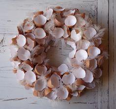 Krans van eierschalen, gemaakt met Pasen