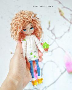 ИЗЯЩНАЯ КУКОЛКА (фото) Crochet Amigurumi Free Patterns, Free Crochet, Knit Crochet, Knitted Dolls, Crochet Dolls, Fabric Toys, Amigurumi Toys, Doll Toys, Diy And Crafts