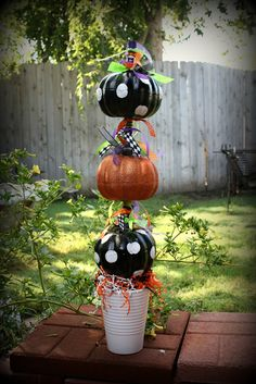 ~ Ms Smartie Pants ~: Dollar store pumpkins for Halloween Halloween Kostüm, Holidays Halloween, Halloween Pumpkins, Halloween Decorations, Faux Pumpkins, Small Pumpkins, Outdoor Decorations, Halloween Projects, Christmas Holidays