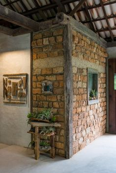 Rustic Home Interior Desgins Would you like to be better equipped next time you set out to purchase furniture for your home? Brick Interior, Interior Design Living Room, Rustic Home Interiors, Brick And Stone, Stone Houses, House Plans, Woodworking, House Design, Architecture