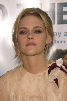 Eye make-up, hair colour & style (Kristen Stewart)