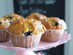 Makuja kotoa: Amerikkalaiset mustikka-valkosuklaamuffinit #mustikka #valkosuklaa #muffinsit