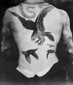 Sutherland Macdonald: Fascinating photos of UK first tattoo artist #sutherlandmacdonald #tattoo #vintage #vintagephotography #vintagetattoo