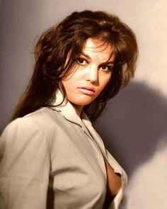 Claudia Cardinale. Claudia Cardinale, Divas, Natalie Wood, Sophia Loren, Classic Portraits, Ann Margret, Ingrid Bergman, Italian Actress, Italian Beauty