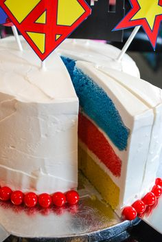 Easy super hero birthday cake idea for a super hero birthday party